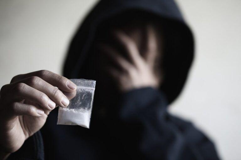 جرم حمل مواد مخدر در قانون چیست؟